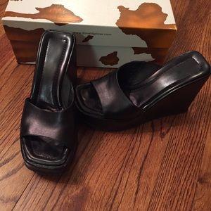 Black Donald Pliner Wedge Platform Heels. Size 5.5